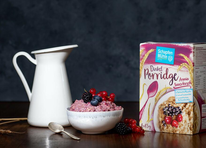 Abbildung Dinkel Porridge Aronia Sauerkirsch
