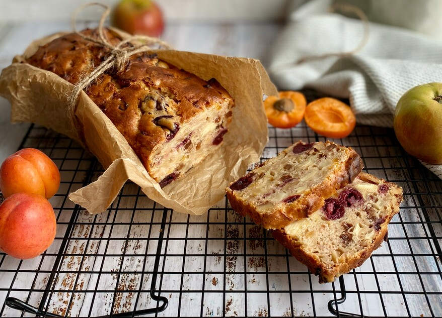 Picture Summery apple bread